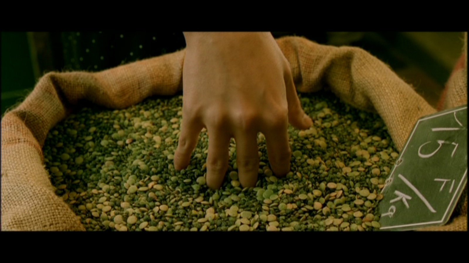 Amélie's fingers in the grain